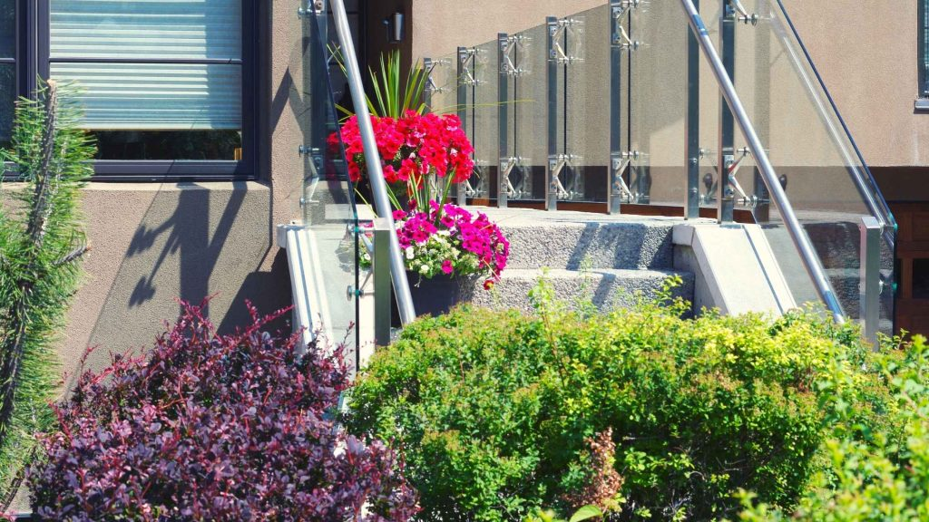 strong build one best company of glass railings in vancouver